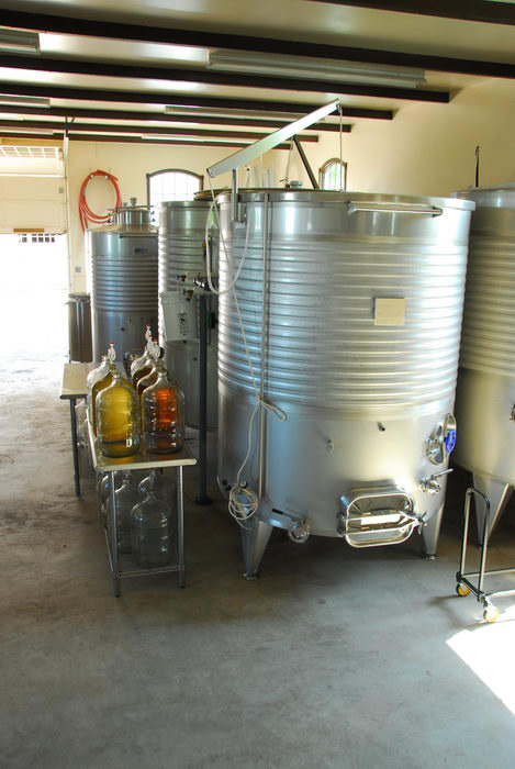holding tank, machine, wine making