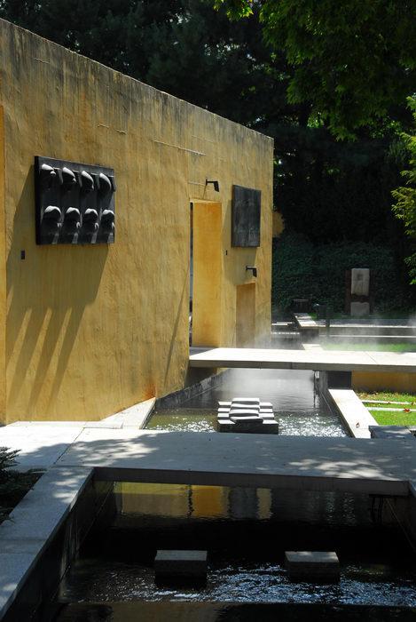Sculptures, wall, water
