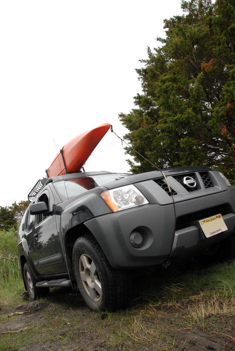 2006 Nissan Xterra, grass, kayak, tree