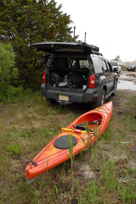 2006 Nissan Xterra, Dagger Blackwater 11.5, grass, kayak, tree