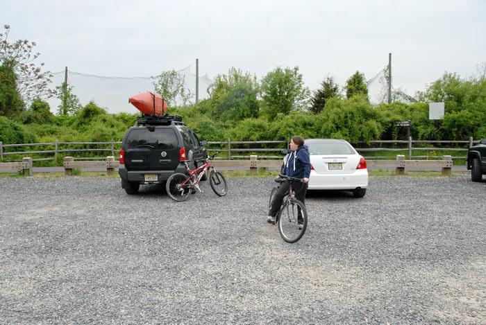 06 Specialized FSR XC Comp, 2006 Nissan Xterra, Jacki, bike, car, fence, gravel, kayak, mountain bike, parking lot