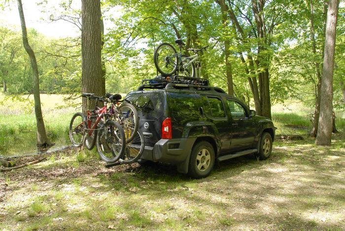 2006 Nissan Xterra, bike, grass, woods