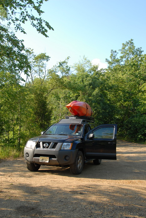 2006 Nissan Xterra, dirt parking, parking, trees, kayak
