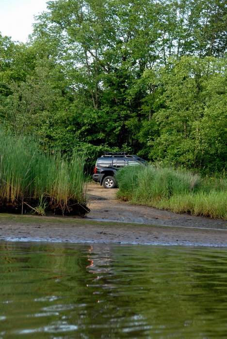 2006 Nissan Xterra, grass, mud, river, shoreline, trees, water