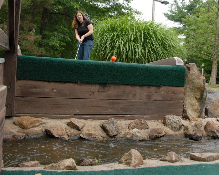 bolgf ball, golf green, jump, minigolf, obstacle, rocks, trees, water, Jackie