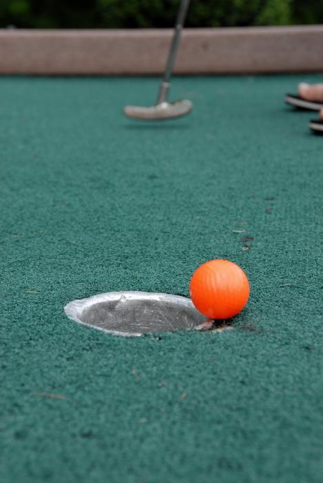 minigold, golf green, golf hole, golf ball, golf club