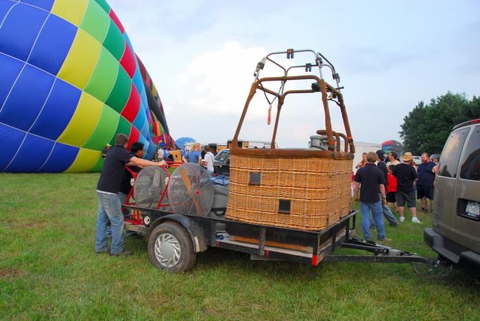 basket, field, grass, hot air balloo, truck, workers