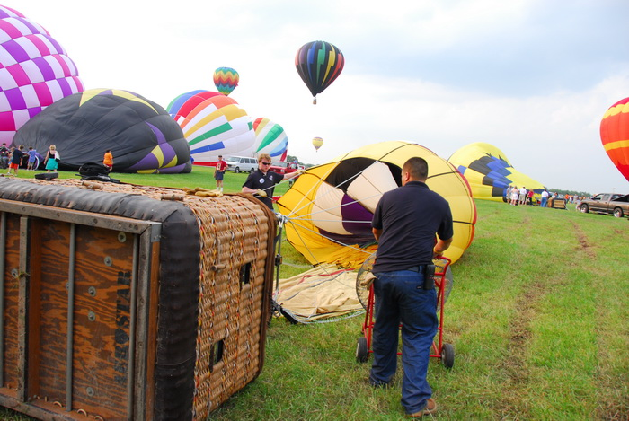 hot air balloons, basket, inflating, people, workers