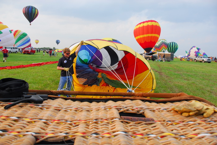 basket, hot air balloons, inflating, people, workers