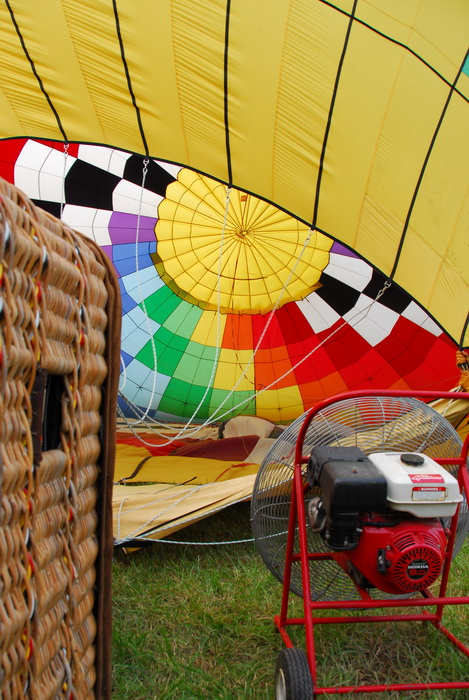 basket fan, grass, inside balloon, hot air balloon, inflating, ropes