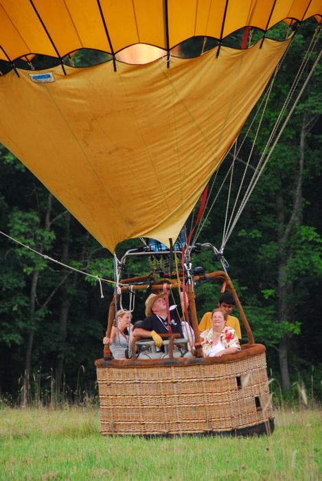 basket, field, hot air balloon, landing, people, mom