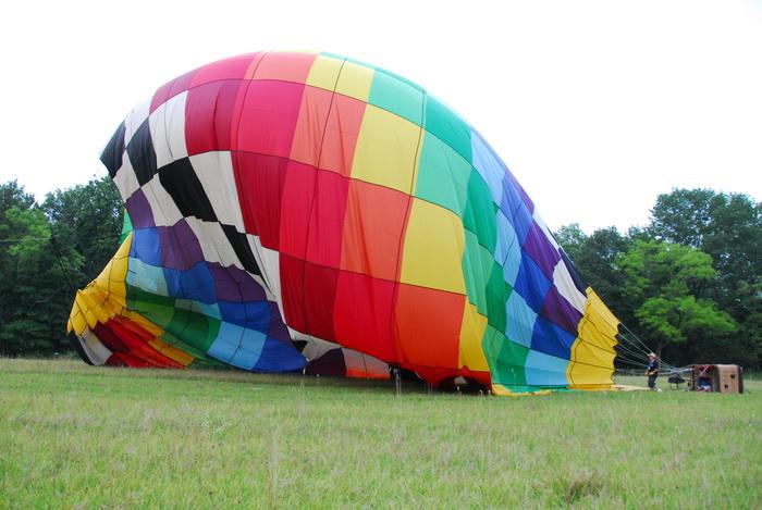deflating, hot air balloon, field, basket