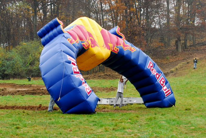 finish line, Red Bull balloon
