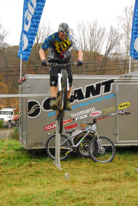 Jeff Lonesky, trials riding, mountain bike, tricks