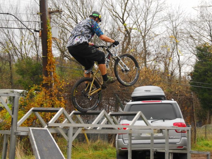 Jeff Lonesky, trials riding, mountain bike, tricks