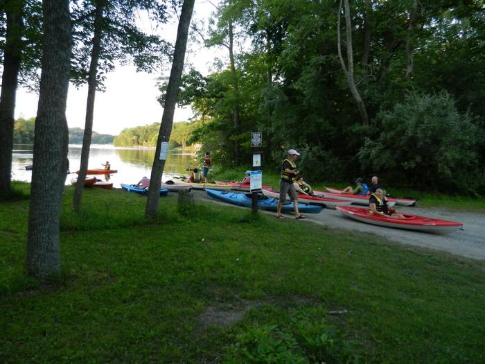 lake, water, paddling, people, grass, trees, kayaks.