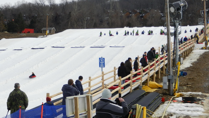 hill, tubing. people, snow, line, fence